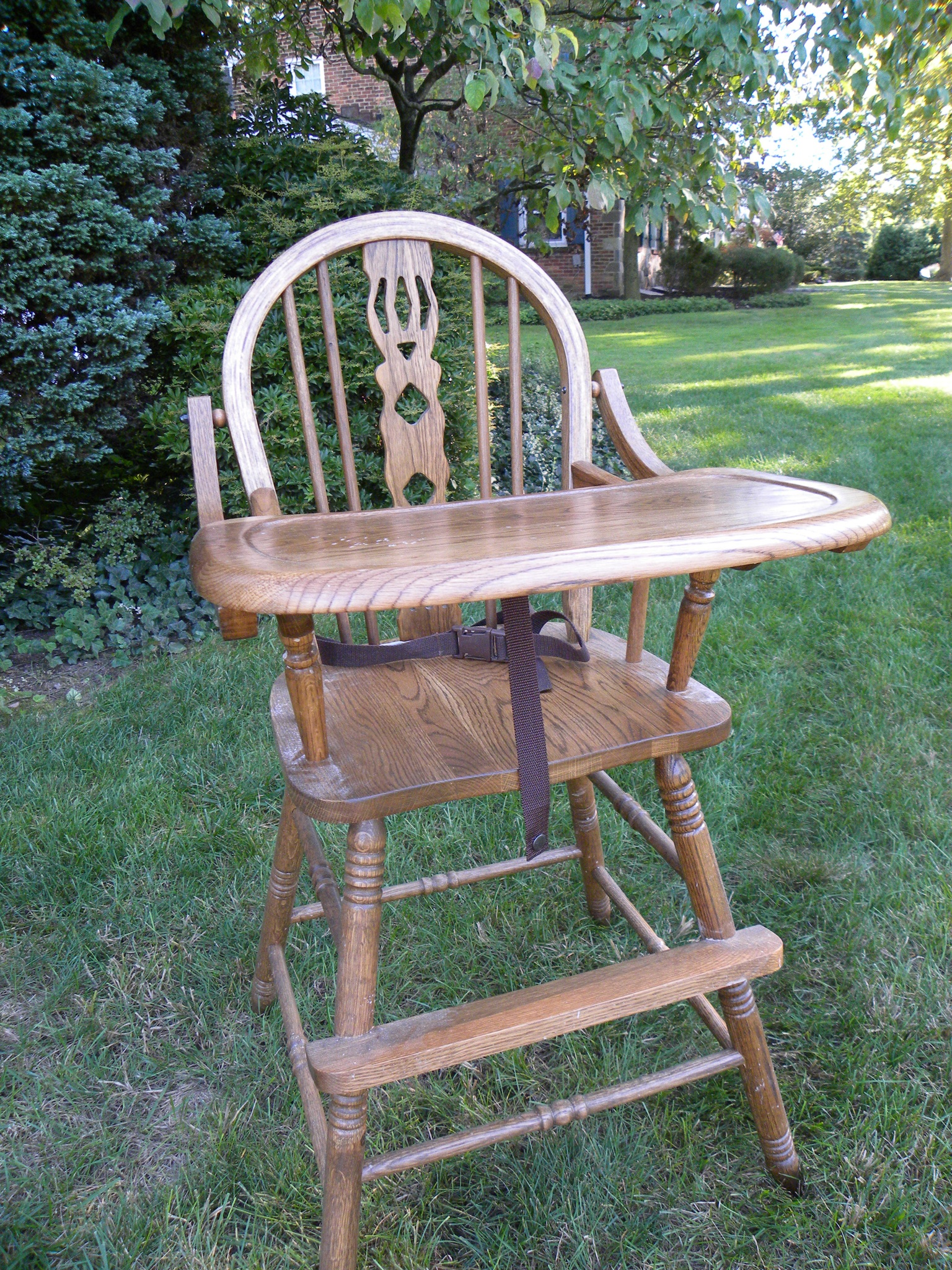 Vintage wooden high chair - Highchair1 Highchair2
